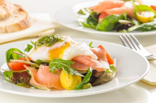Яйцо «пашот» по технологии сувид с копченым лососем